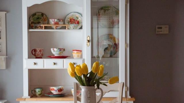 Kitchen Wall Decor Ideas - Vintage Cupboard