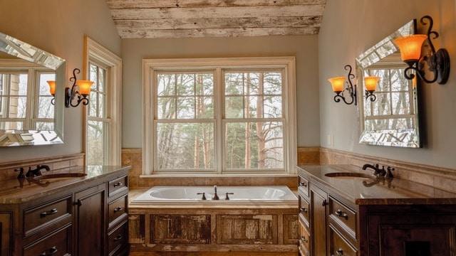 Farmhouse Bathroom Ideas - Buthtub