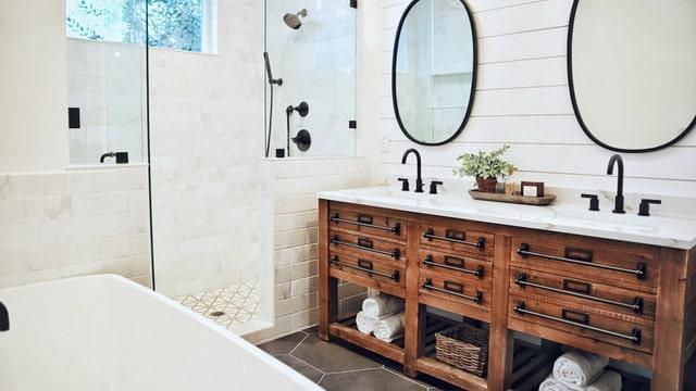 Farmhouse Bathroom Ideas - Brown Tones